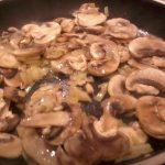 Risoto de cogumelos frescos laminados